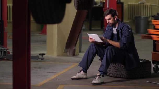 Automechanik pomocí tabletu objednávat díly automobilů