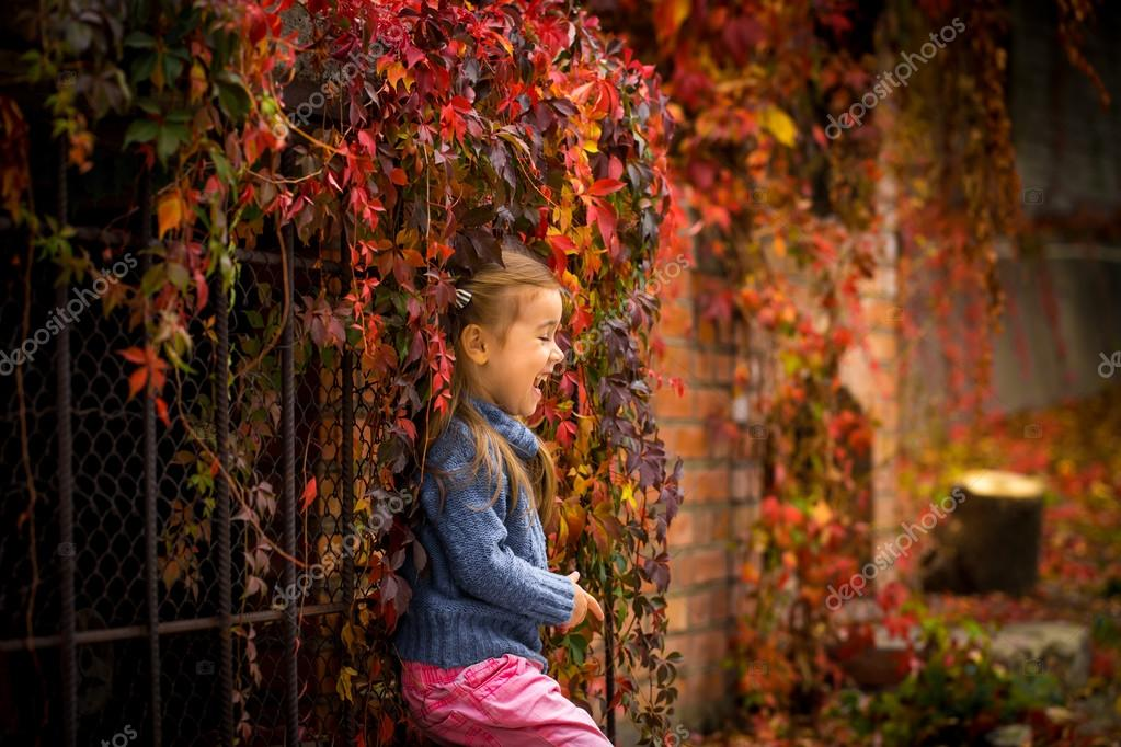605773354f8a Little girl in stylish and fashionable clothes on a beautiful background of autumn  wild grapes, red autumn leaves — Photo by ...