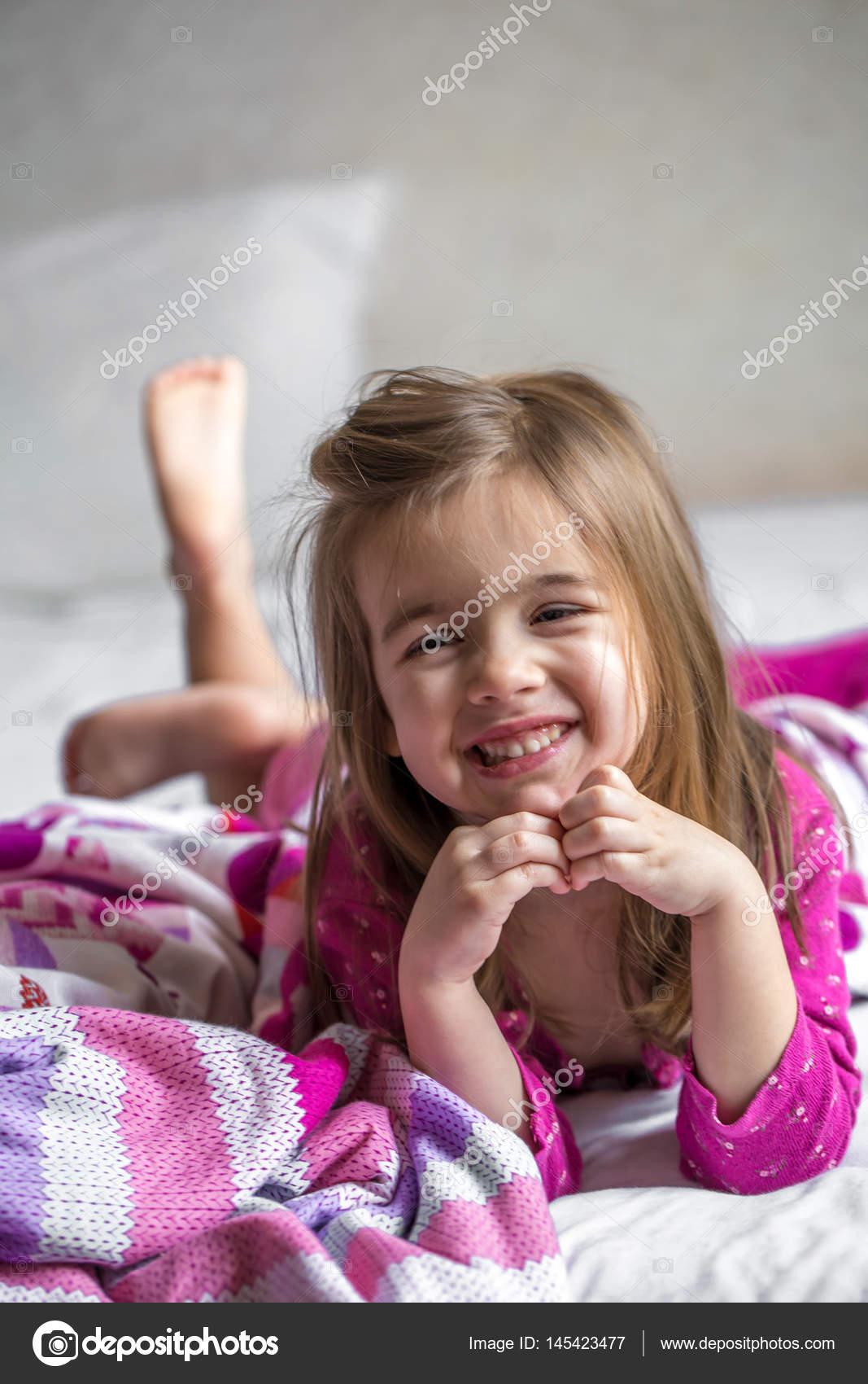 little girl lying Little girl lying on the bed — Stock Photo