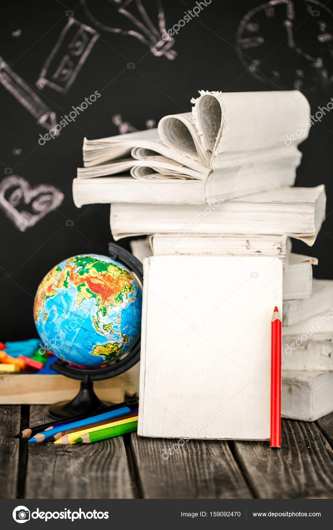 zurück zu Schule-Zubehör — Stockfoto © puhimec #159092470