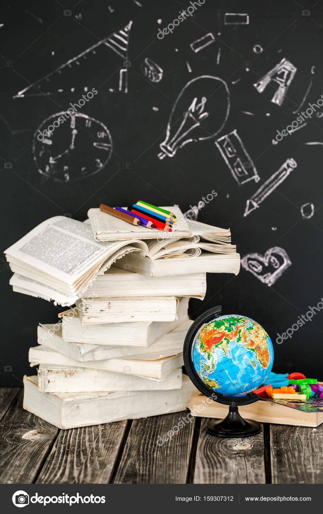 zurück zu Schule-Zubehör — Stockfoto © puhimec #159307312