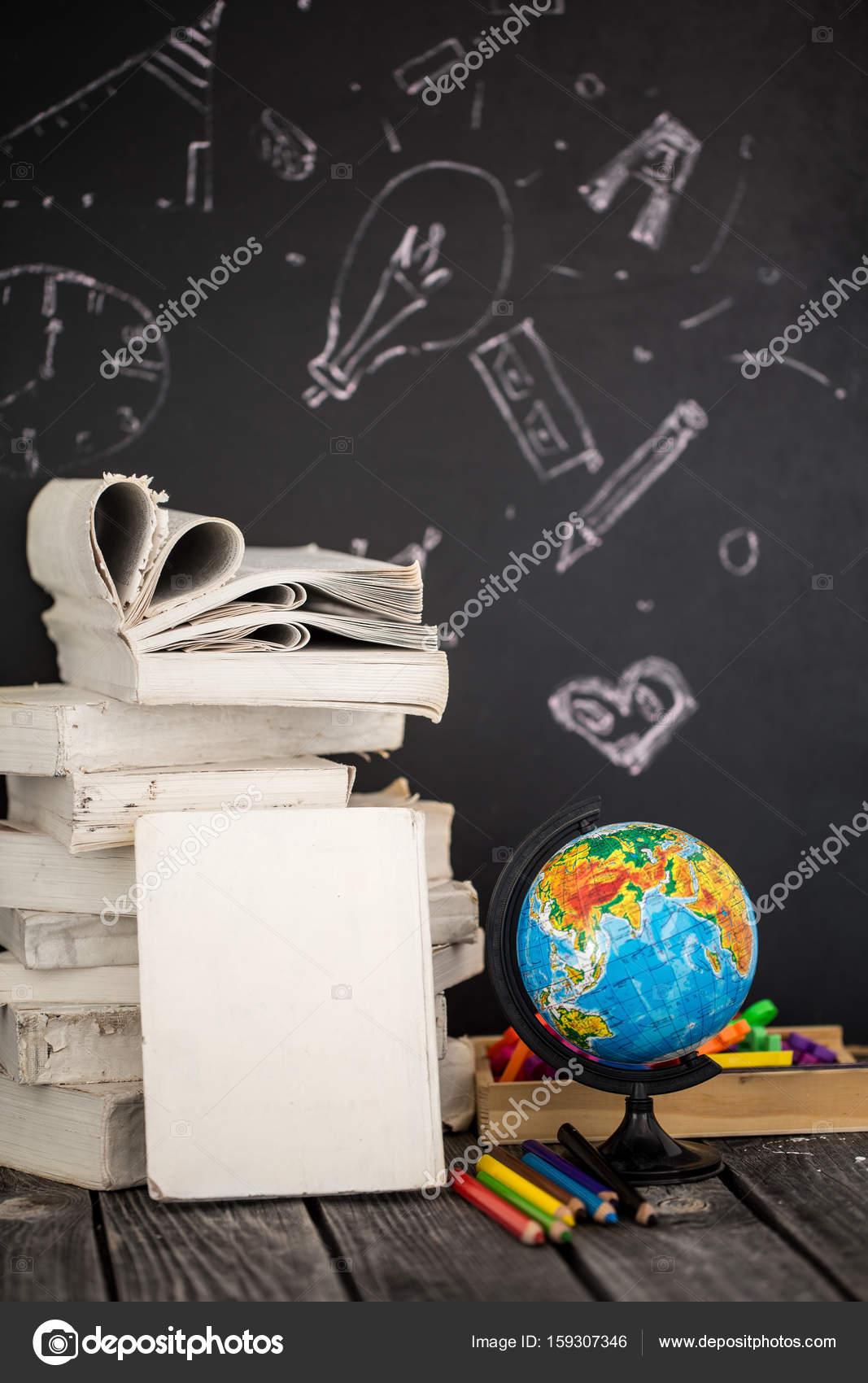 zurück zu Schule-Zubehör — Stockfoto © puhimec #159307346