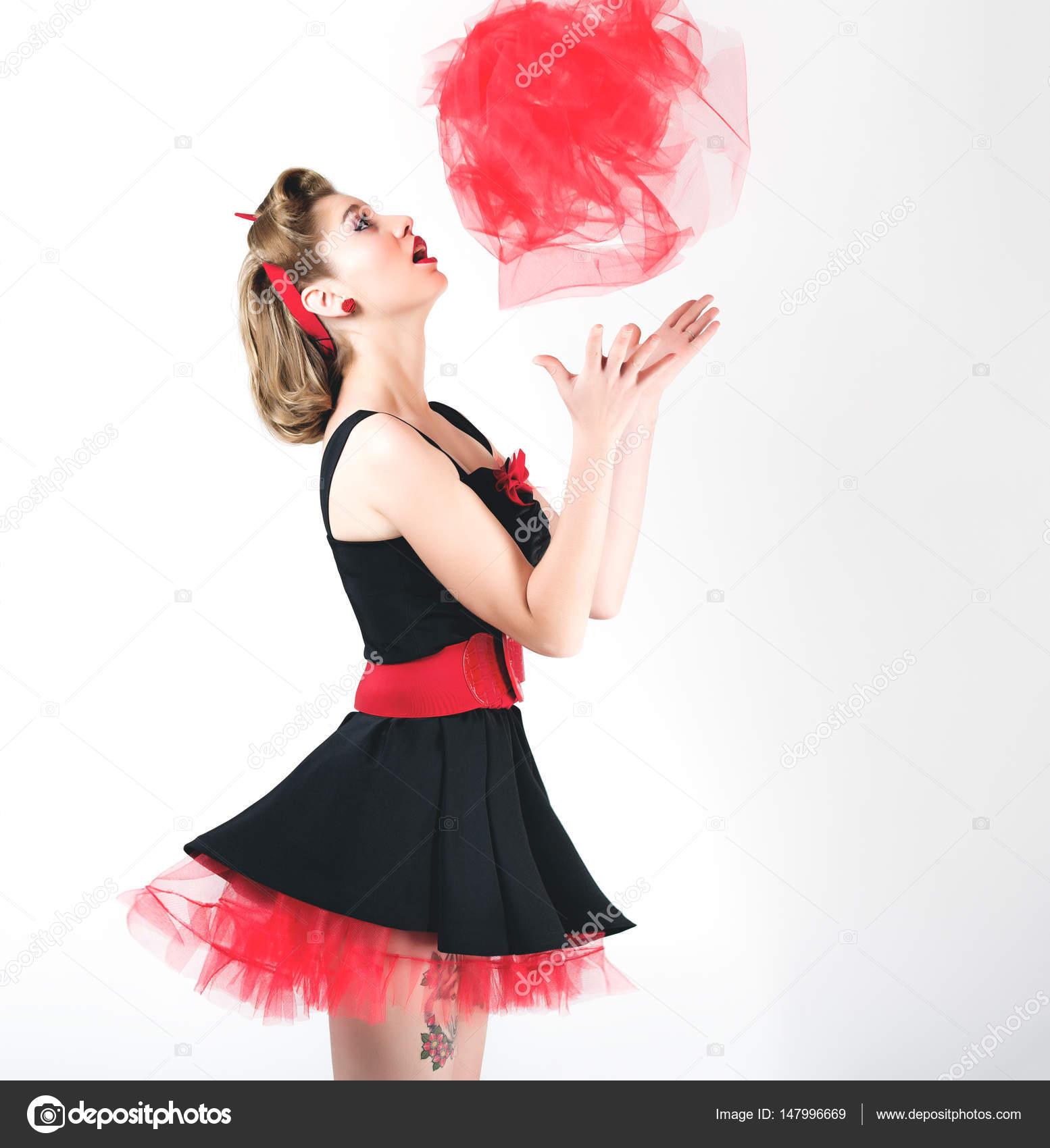 012f1fd715df κοπέλα στο μαύρο φόρεμα — Φωτογραφία Αρχείου © Kulichok  147996669