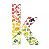 Dopis z ovoce a zeleniny, izolované na bílém