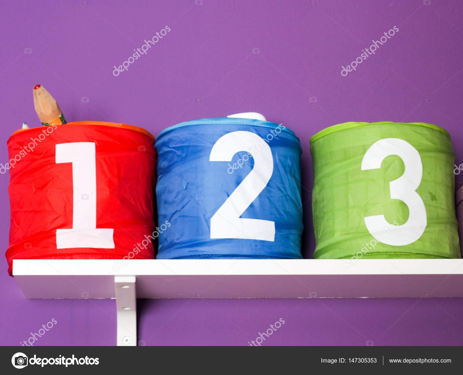 Bunte Kisten Fur Spielzeug Fur Kinderzimmer Auf Lila Wand Mit Nu