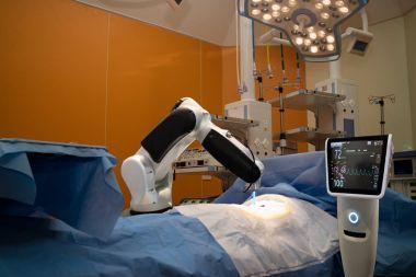 advanced robotic surgery machine at Hospital,some of major advan