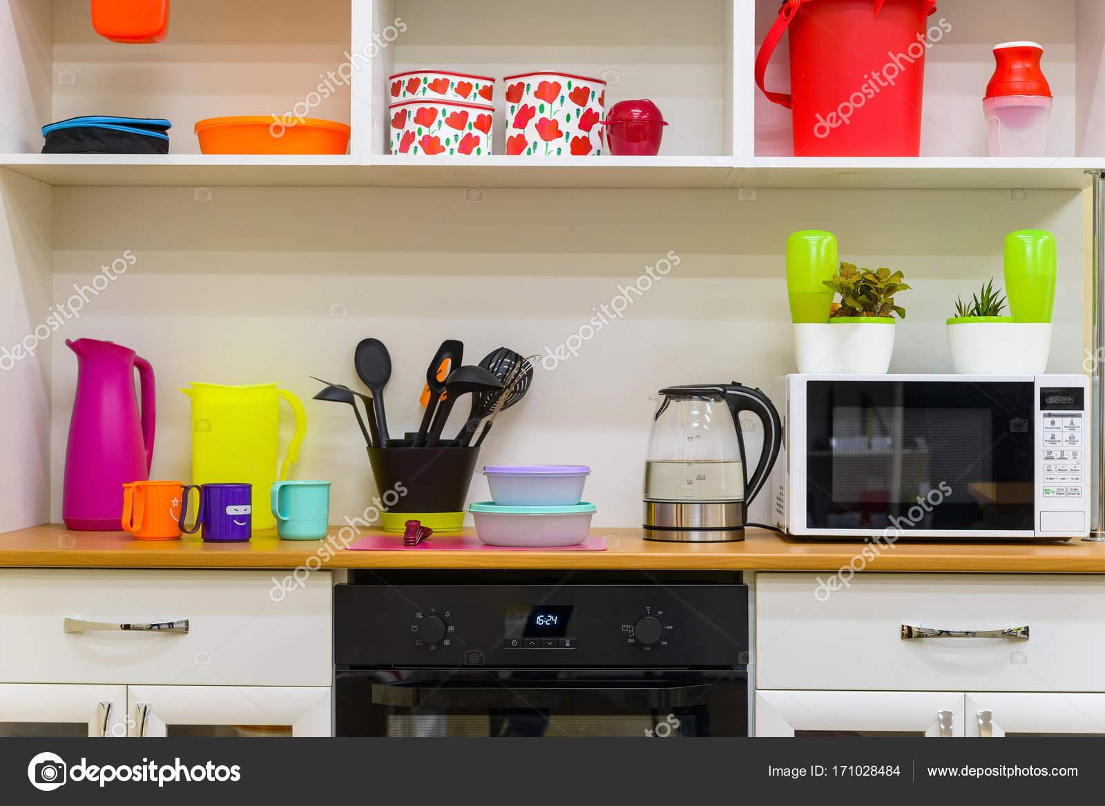 Moderne bunte Küche Interieur — Stockfoto © Greentellect #171028484