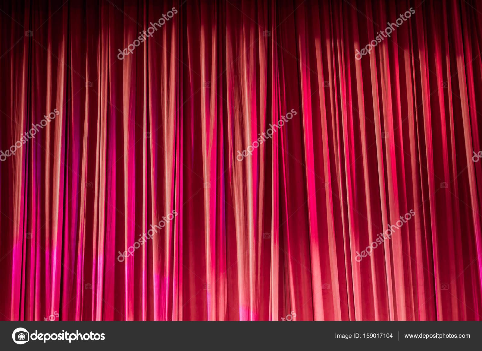 Rode gordijnen en licht — Stockfoto © sitthipong.pak.gmail.com ...