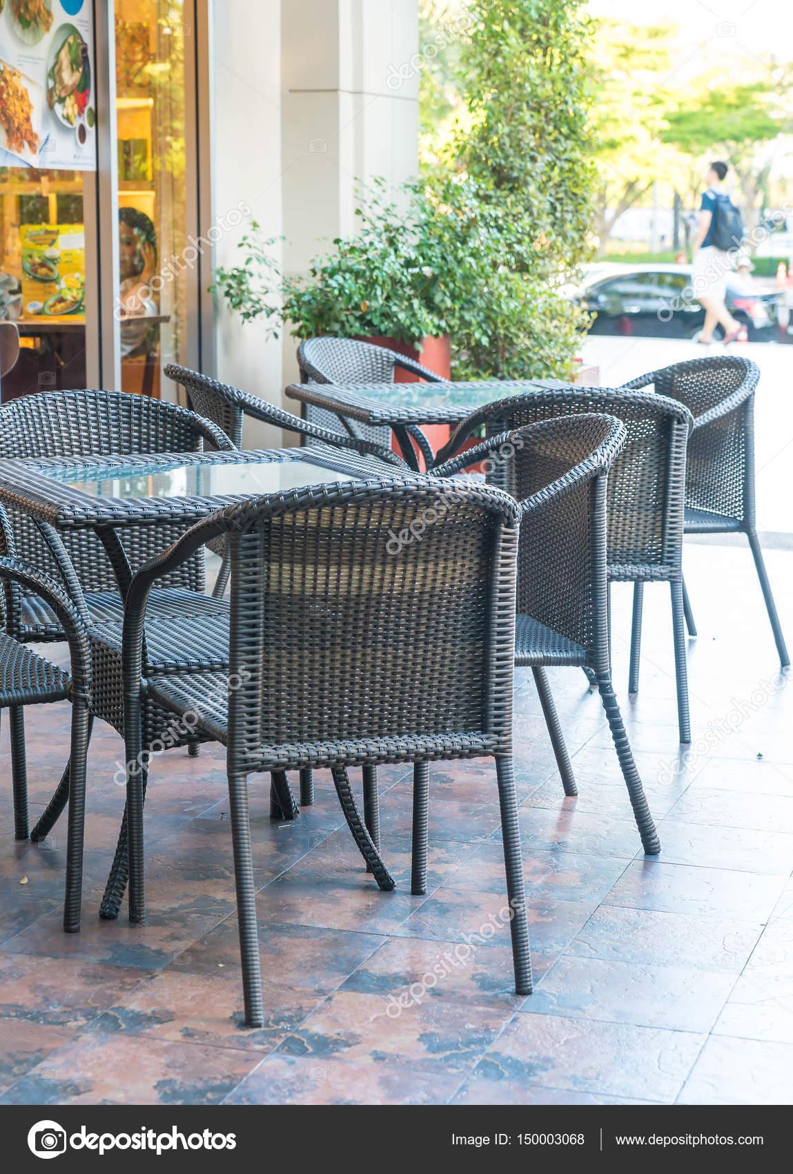 Leeren Tisch und Stuhl — Stockfoto © topntp #150003068