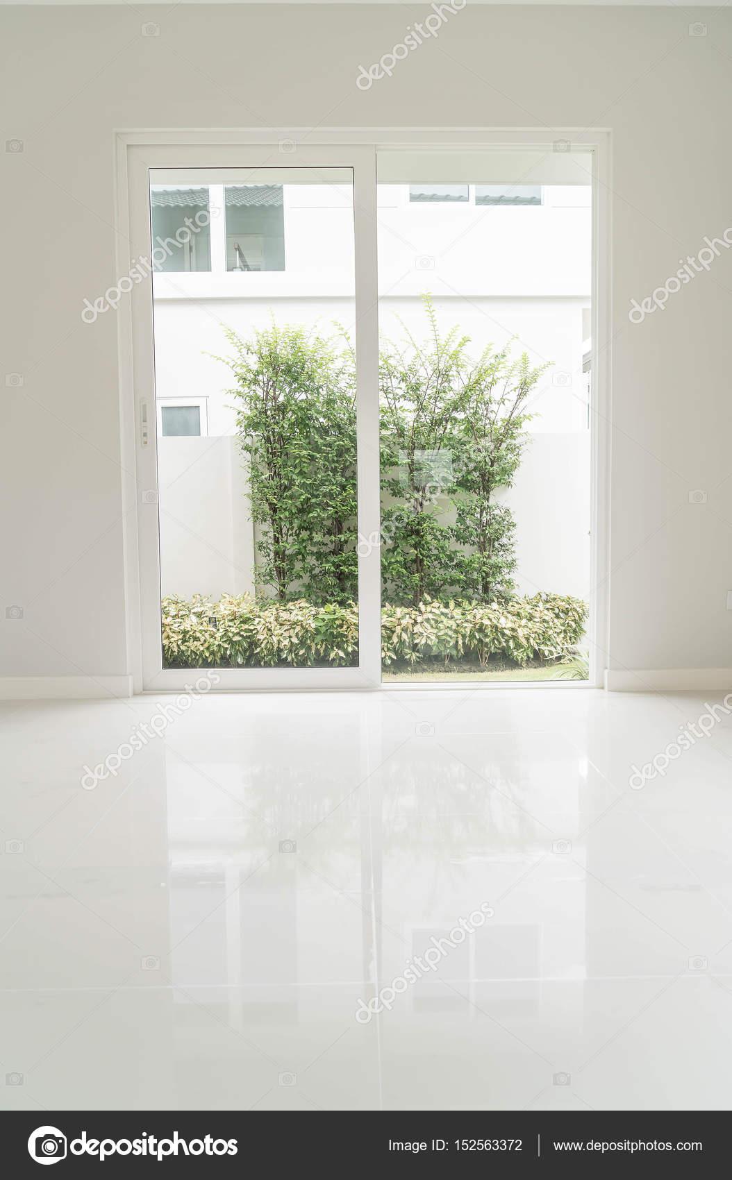 empty door in living room interior background — Stock Photo © topntp ...