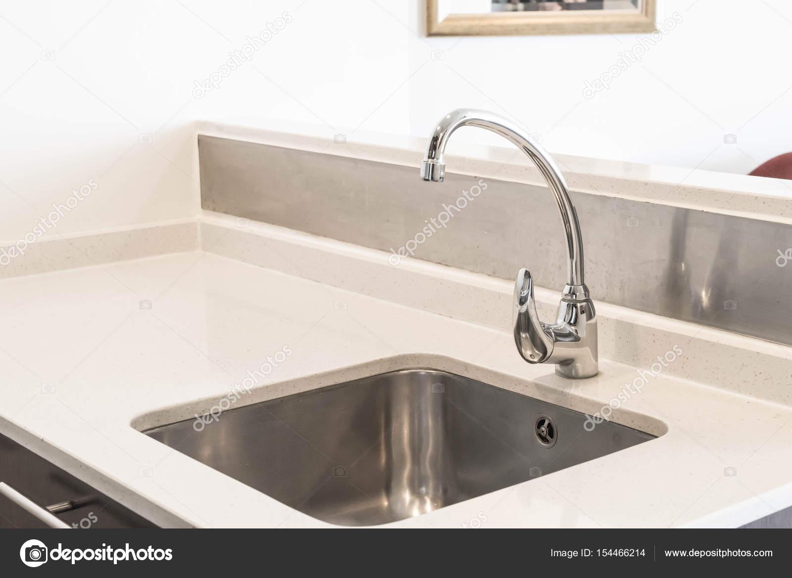 Küche Waschbecken wasserhahn waschbecken und wasser tab dekoration in küche