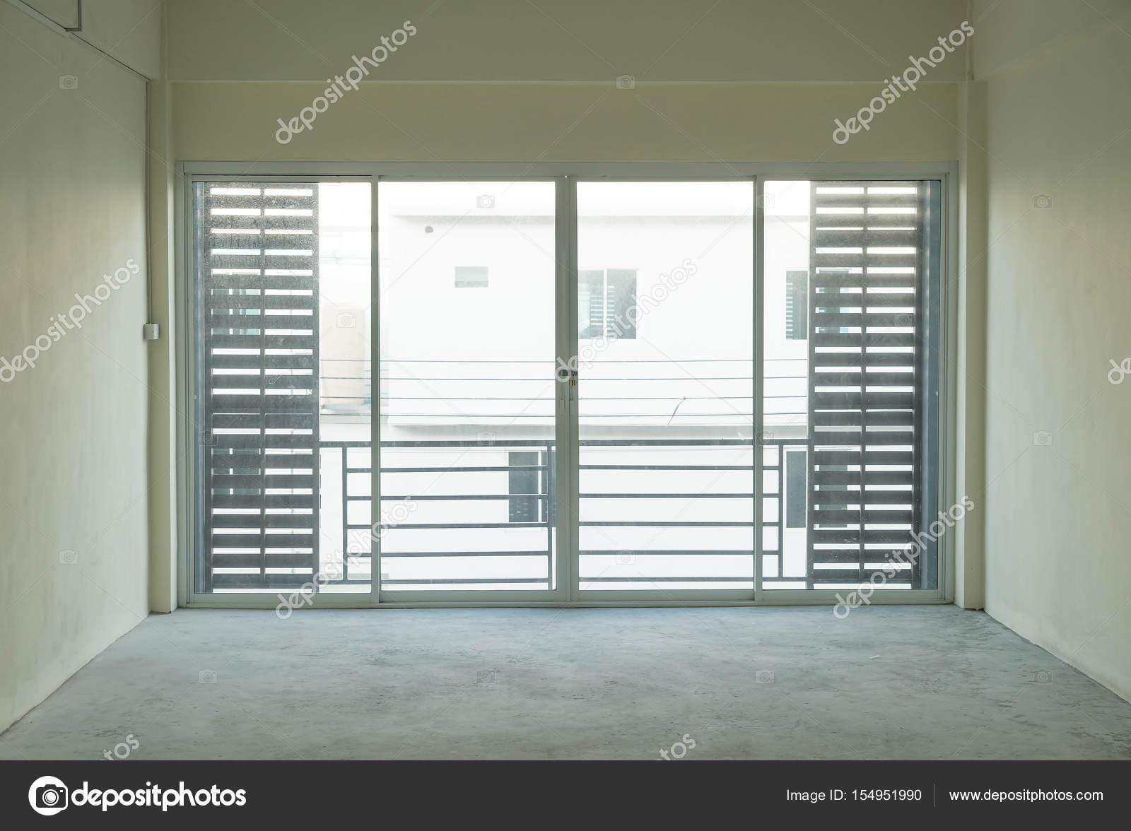 Leere Glastür Im Wohnzimmer Stockfoto Topntp - Wohnzimmer glastür