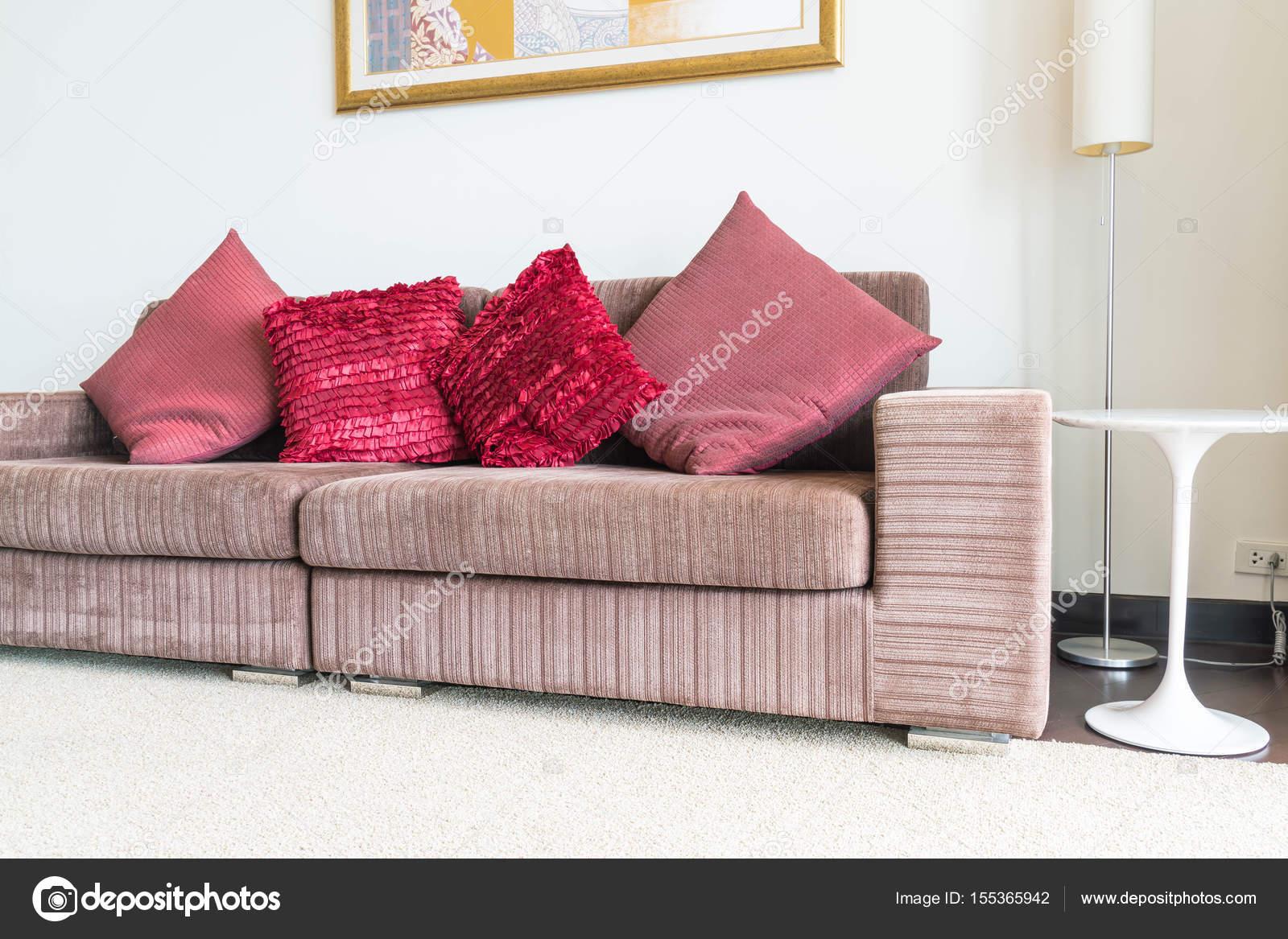Schöne Kissen Auf Sofa Dekoration Im Wohnzimmer U2014 Stockfoto