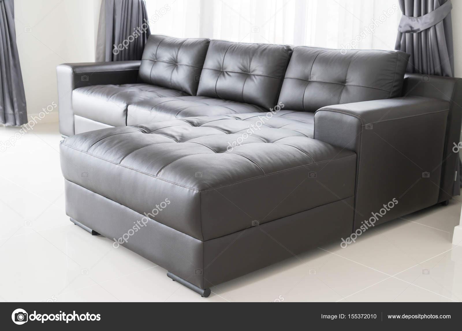 Canapé moderne dans le salon — Photographie topntp © #155372010