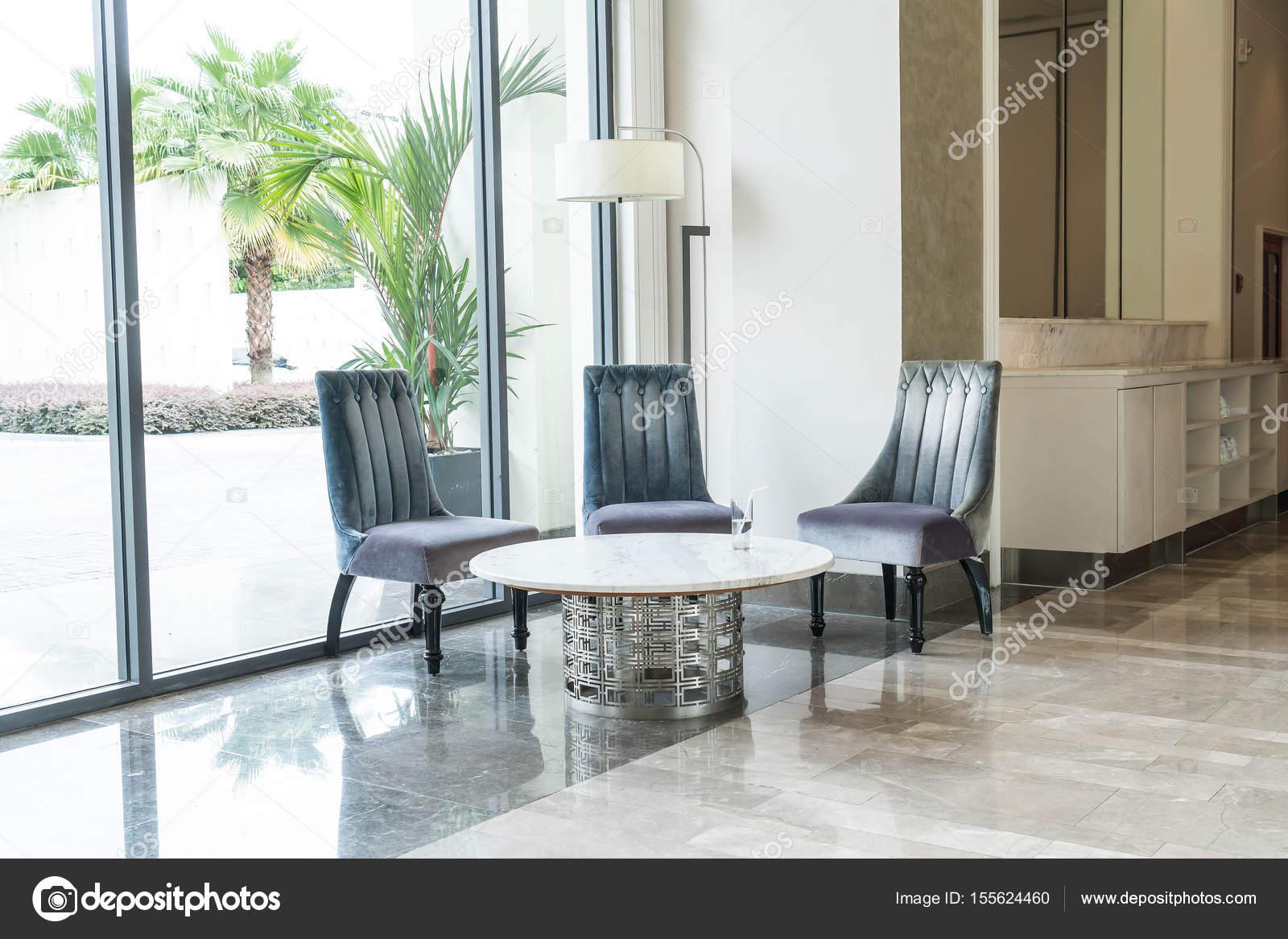 Luxus Stuhl und Tisch Innendekoration — Stockfoto © topntp #155624460