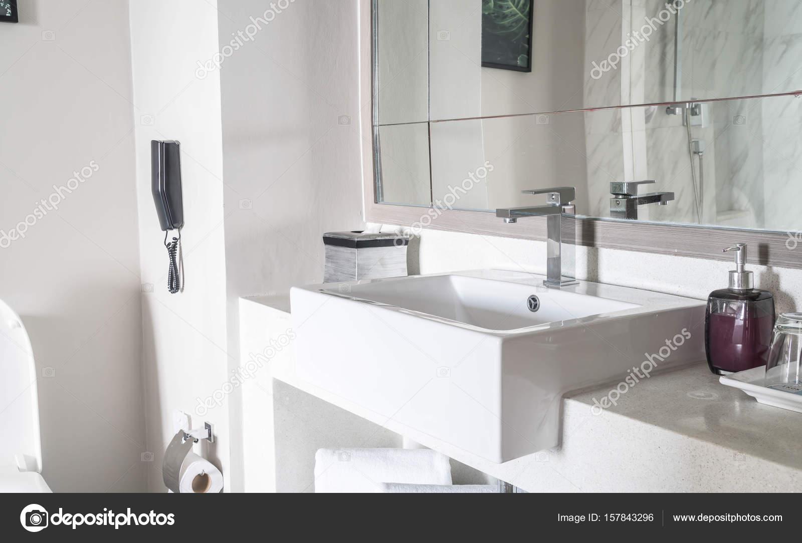 Decoratie Voor Badkamer : Mooie luxe wastafel decoratie in badkamer interieur voor backgr