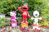 Ósaka, Japonsko - 21 Listopad 2016: Elmo, Kitty a Snoopy v Halloween