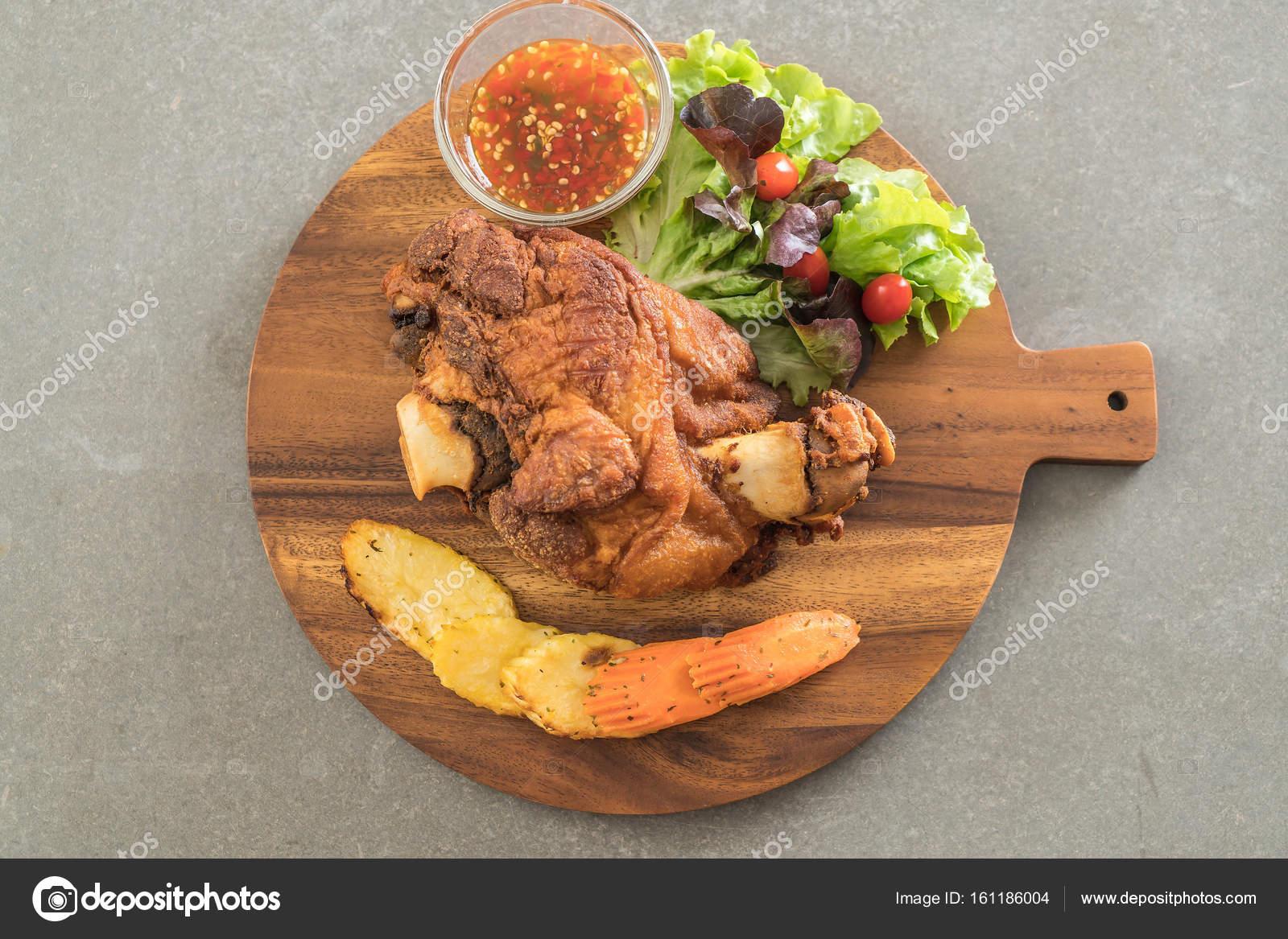 Sommergerichte Mit Schweinefleisch : Knusprige schweinshaxe oder deutschen schweinefleisch