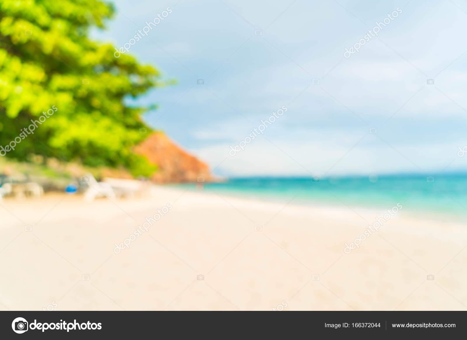 Resumen blur hermosa playa tropical y mar paisaje centrico — Foto de ...