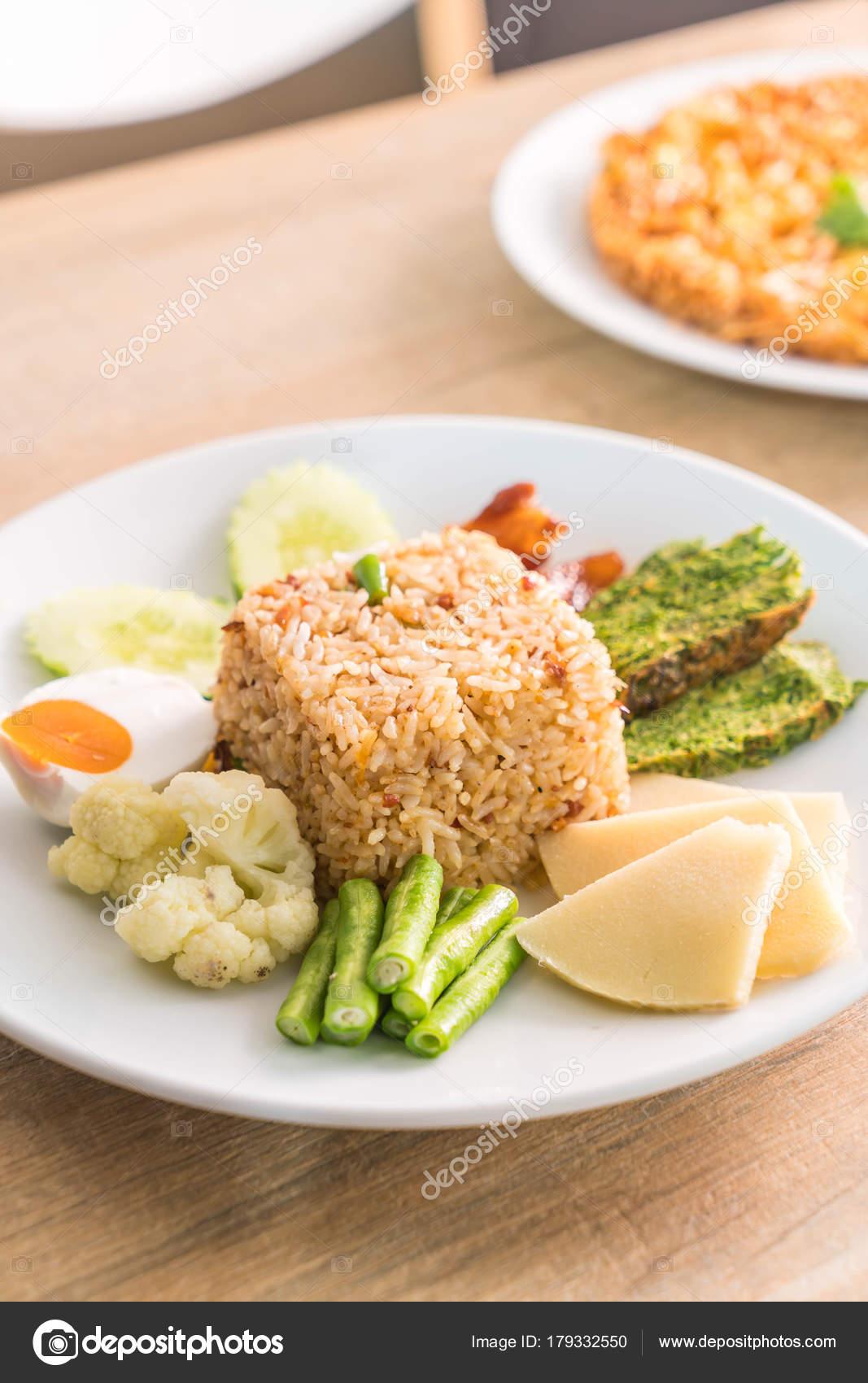 Pasta Di Riso Misto Gamberetti Con Salsa Di Pesce Fritto Croccante E