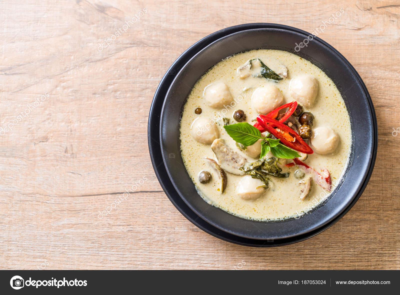 Zielone Curry Z Ryb Pilka Zdjecie Stockowe C Topntp 187053024