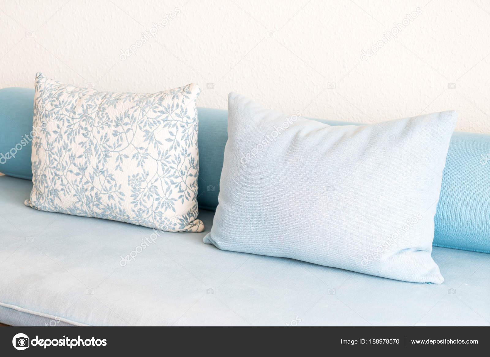 coussin décoration canapé dans le salon — photographie topntp