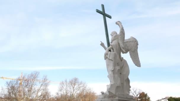 Szabadság-szobor egy angyal faragott márvány, Karlsplatz templom, Bécs, Ausztria