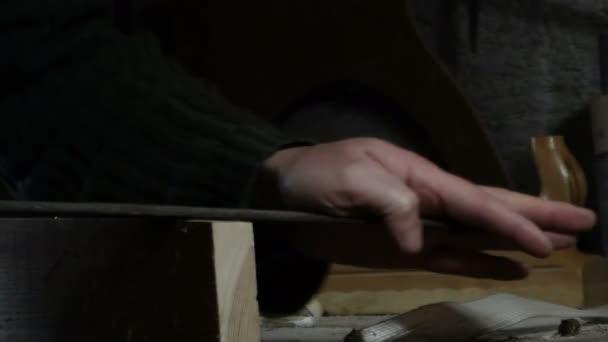 Carpenter podrobností souboru kus dřeva s dřevěným souborem