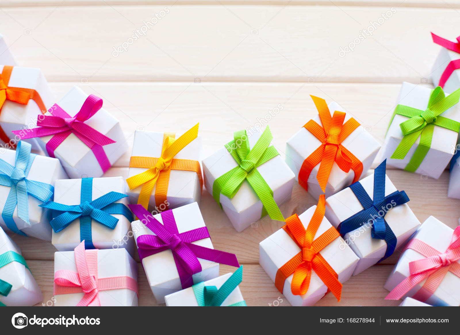 Viele Kleine Geschenke Mit Farbbänder Stockfoto Dalivl At Yandexru