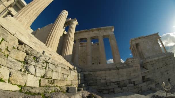 Ruiny na Akropoli. Akropole je jedním z nejvýznamnějších starověkých památek na světě s archeologických struktur včetně: The Acropolis, Erechtheion, Parthenon, Propylaea a další.