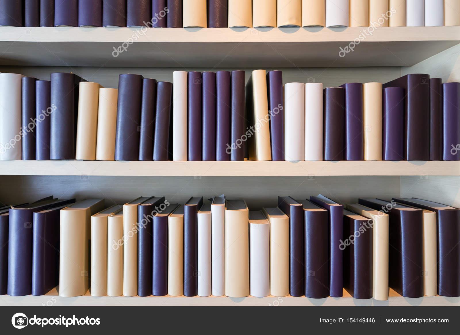 Scaffalature In Legno Per Libri.Libri Legno Scaffali Foto Stock C Ltdedigos 154149446