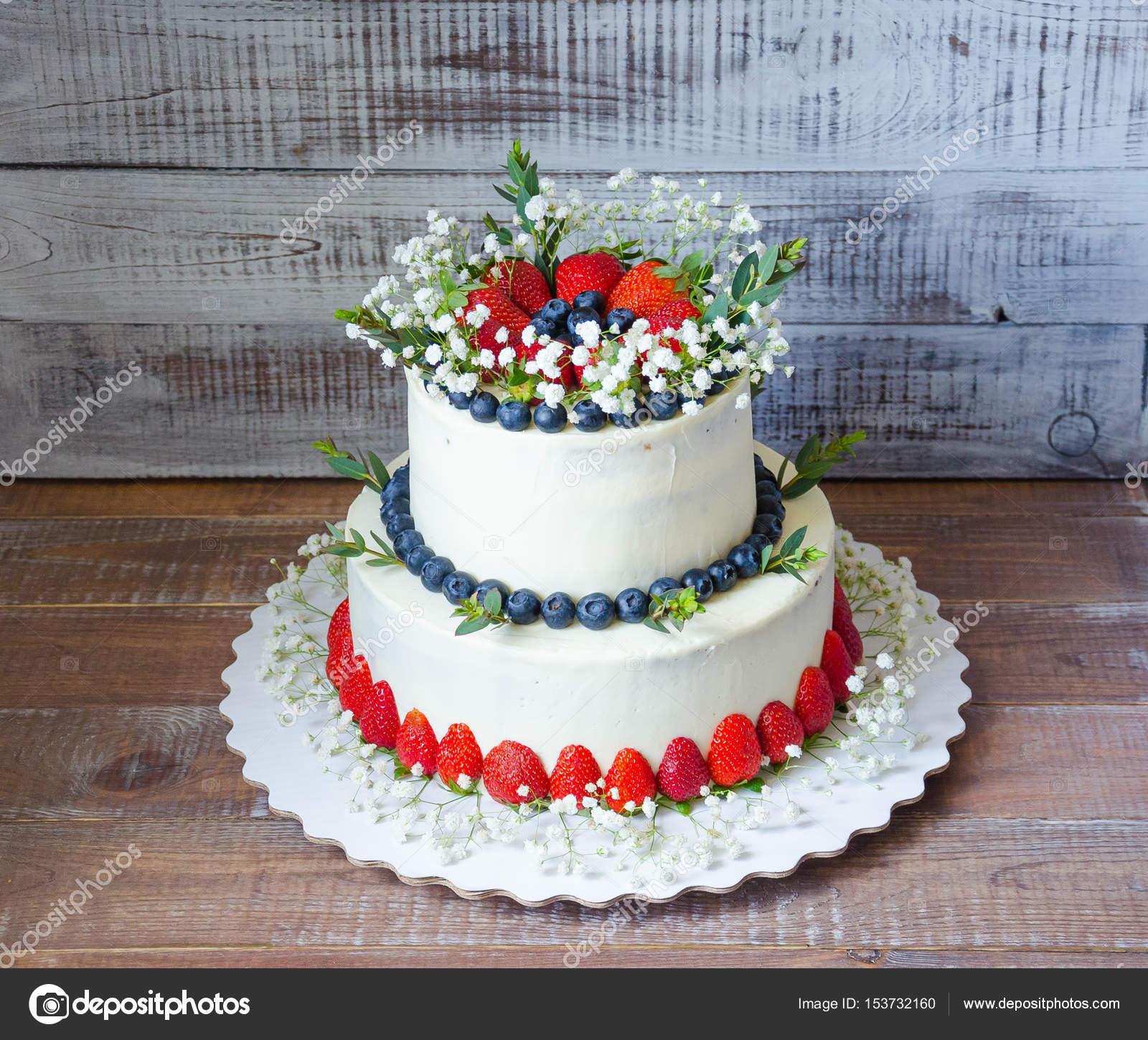 Zwei Klassen Frischkase Hochzeitstorte Mit Heidelbeeren Und