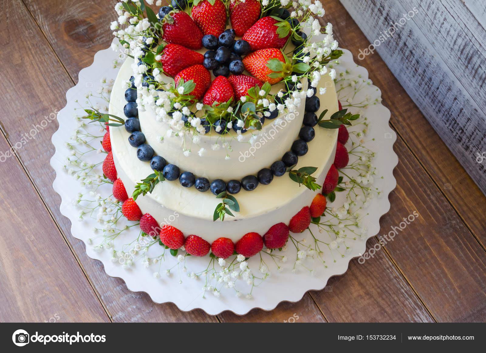 Zwei Klassen Frischkase Hochzeitstorte Mit Heidelbeeren Und Strawber