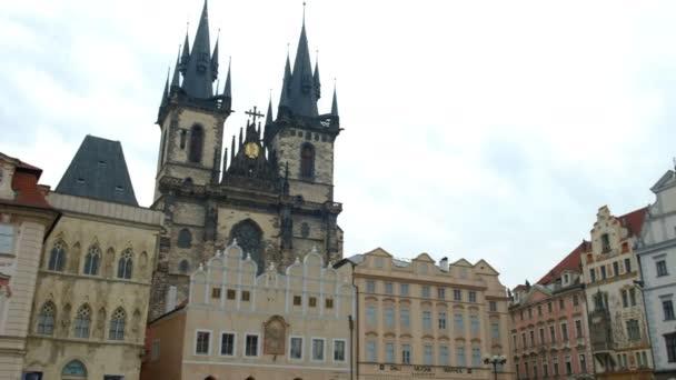 Posun od kostel Nanebevzetí Panny na Pomník Jana Husa v Old Town Square Prague