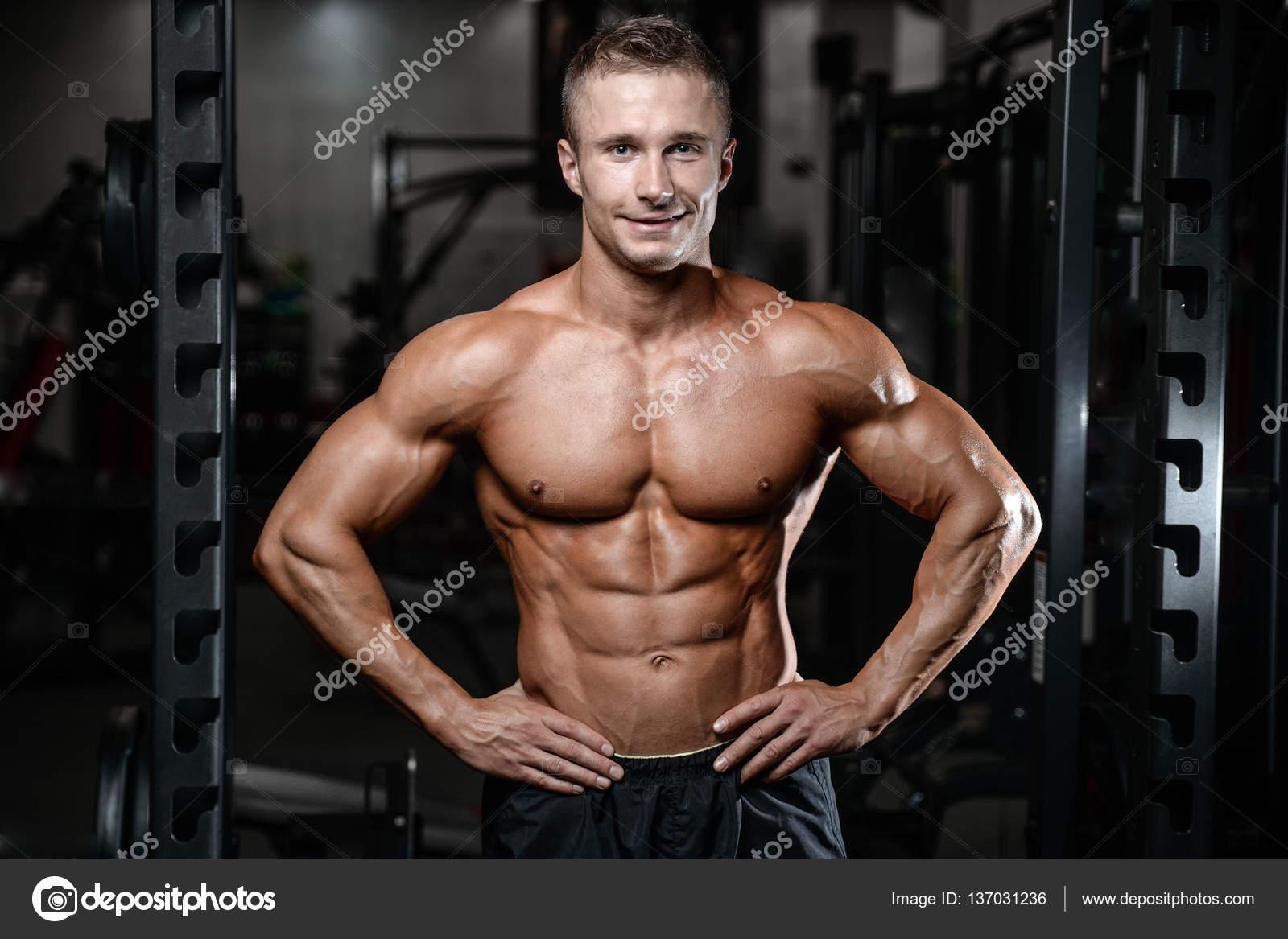 meztelen férfi fitness modellek tori fekete meztelen punci