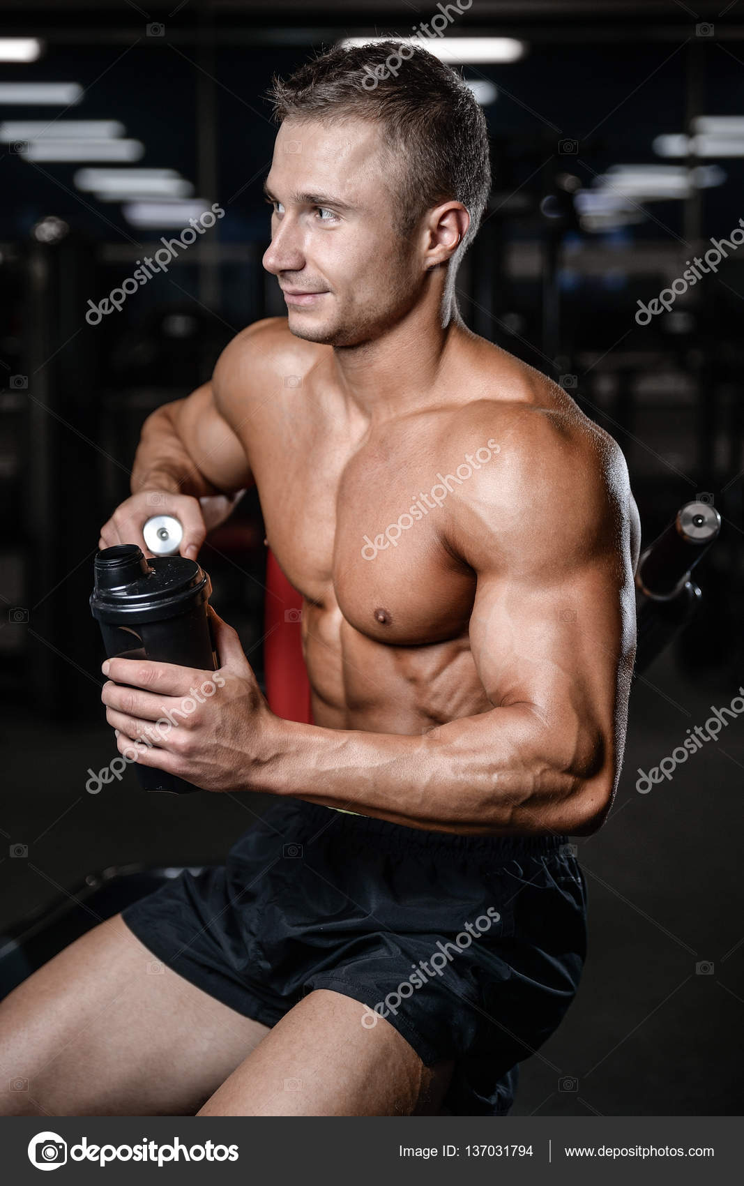 nahý muž fitness model