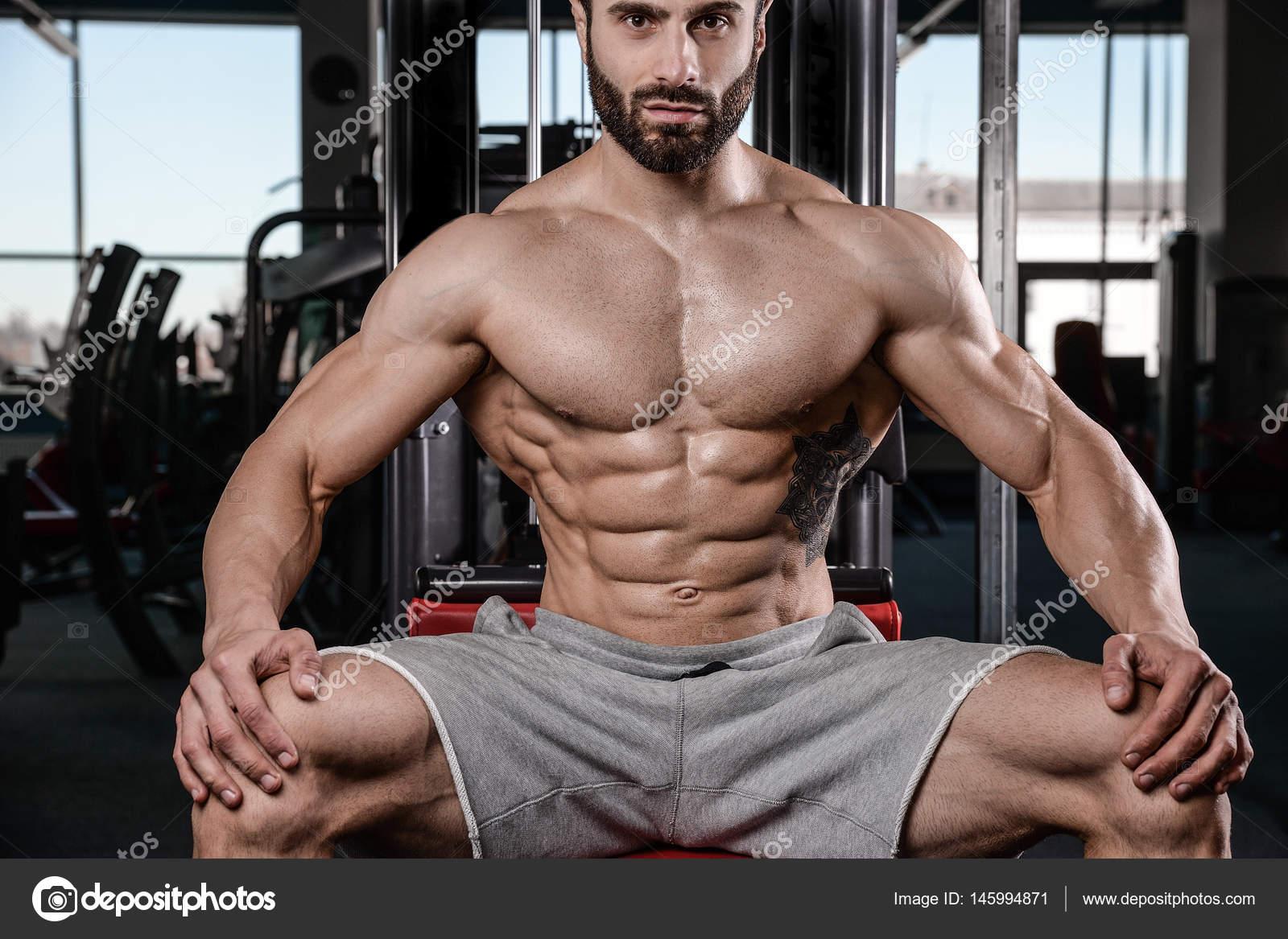 meztelen férfi fitness modellek explicit szex rajzfilmek