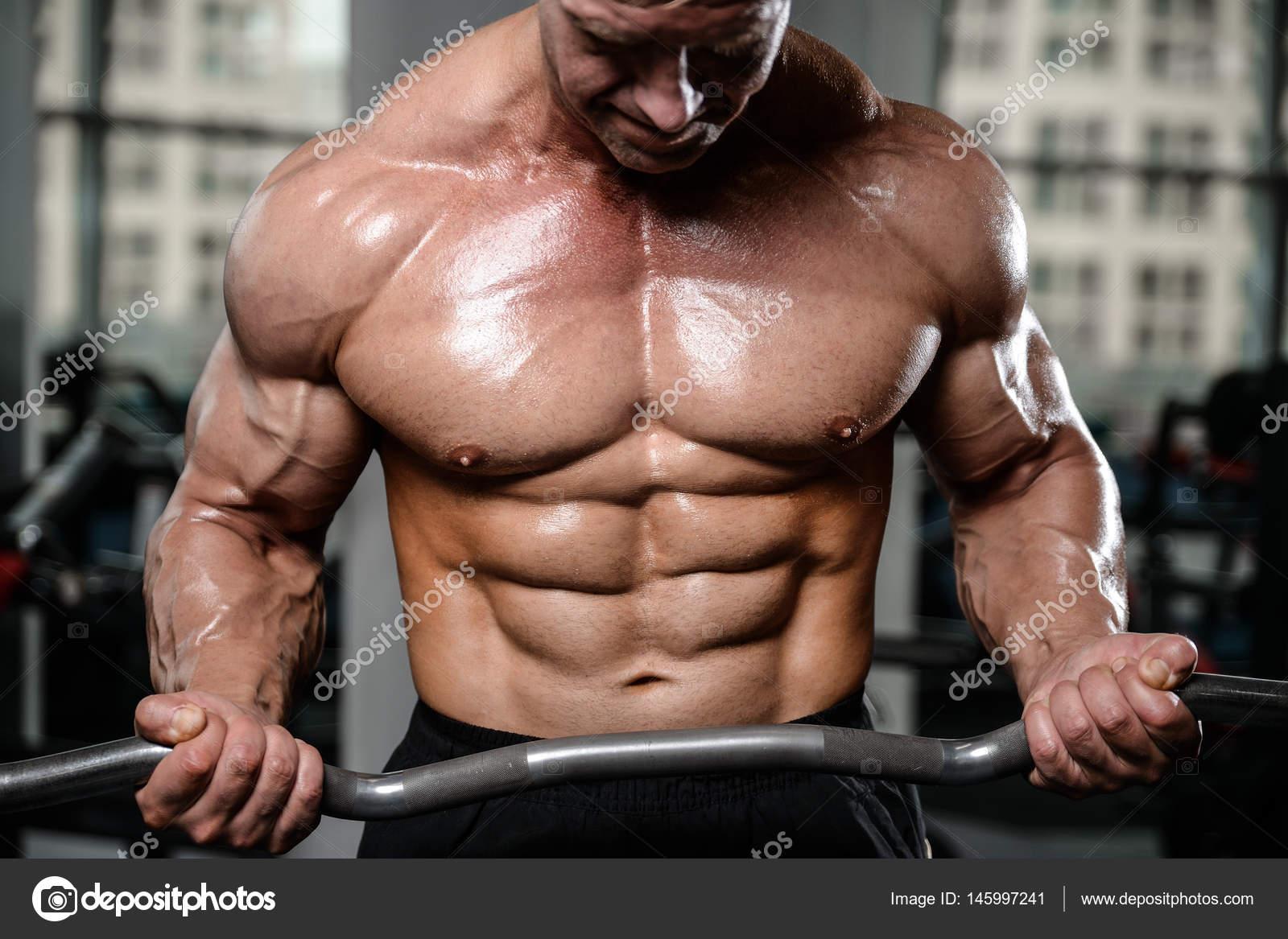 Brutal starke Bodybuilder Mann Muskeln Aufpumpen und Fitness-Studio ...