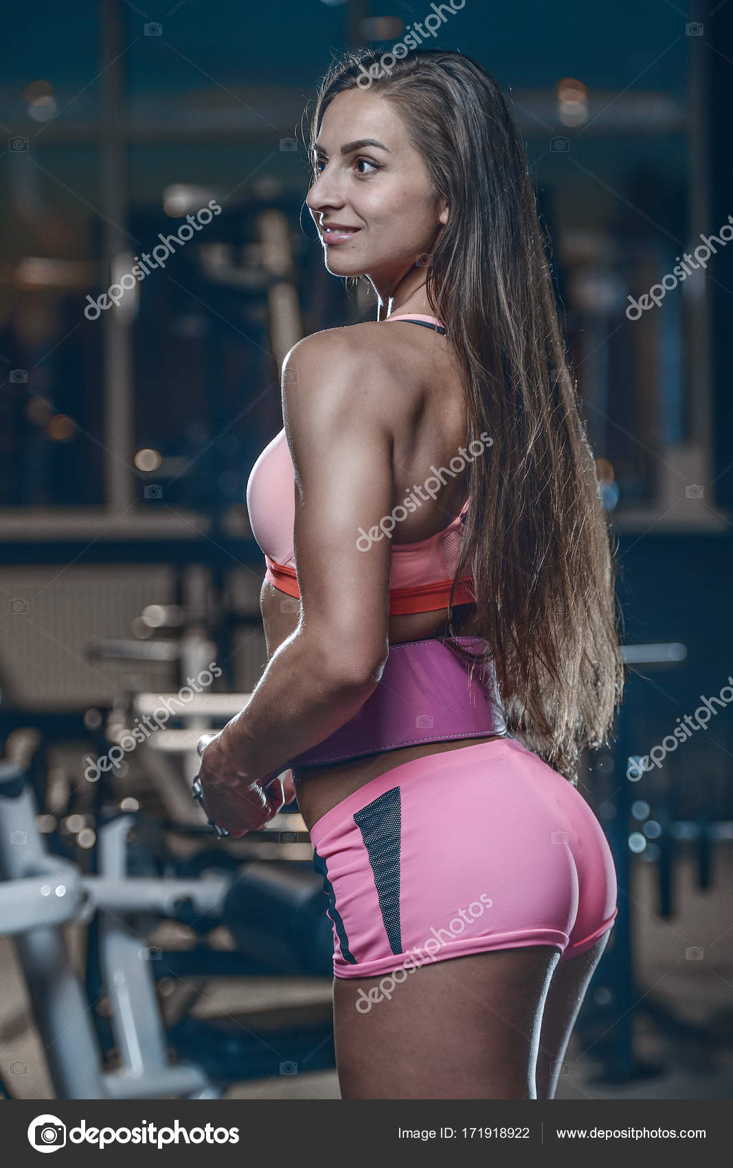 Beautiful sexy athletic young brunette Caucasian girl posing showing well rounded  butt glutes tight buttocks ass fitness and bodybuilding concept — Photo by  ...