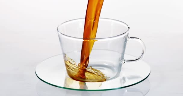 Nalít kávu do šálku