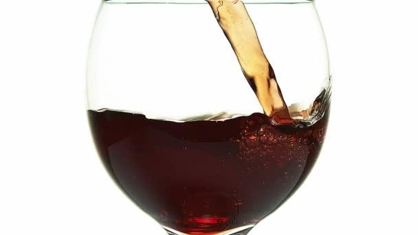 červené víno se nalil do sklenice
