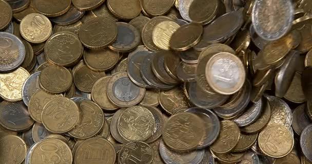 Euro mince klesá, zpomalené 4k