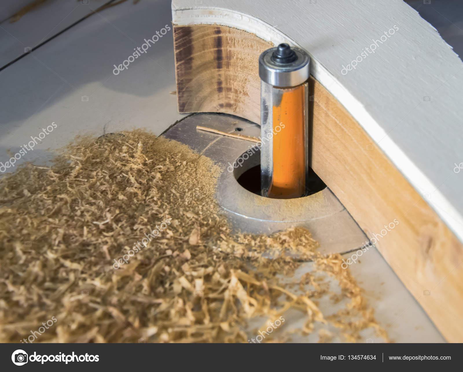 Helt nya Sågning av trä med en CNC-fräs — Stockfotografi © fernando OT-91