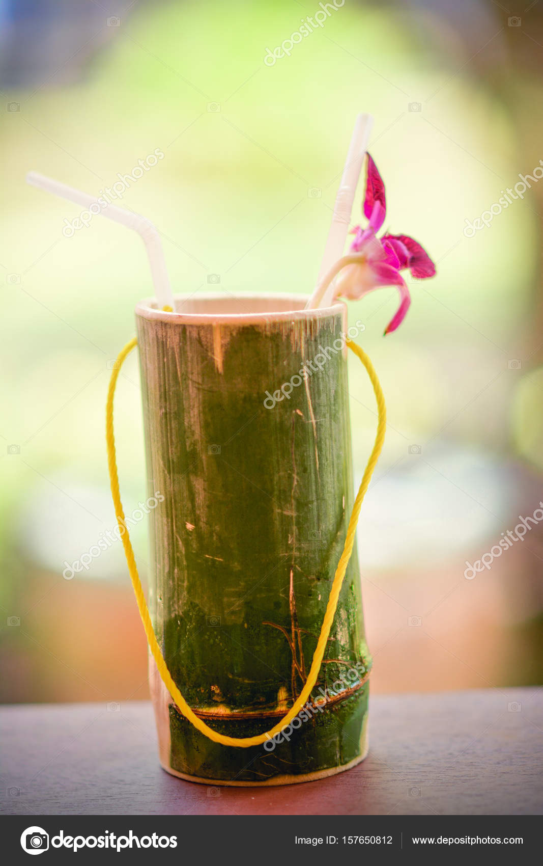 Trinken Von Kaltem Wasser Essen Blume Orchidee Bambus Stockfoto