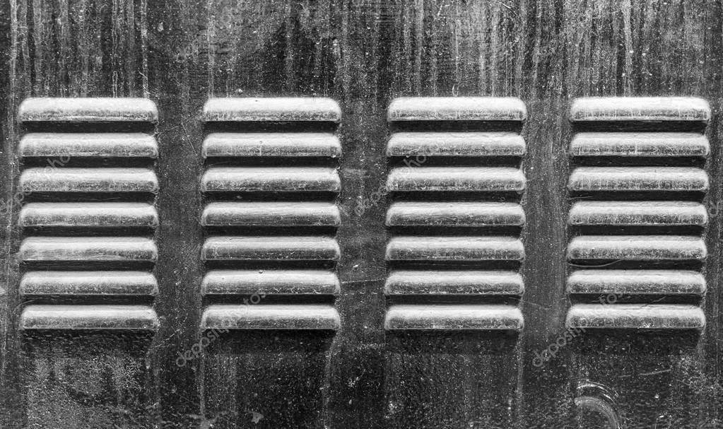 Kühlschrank Ventilator : Metall kühlschrank ventilator löcher für heißluftstrom u stockfoto