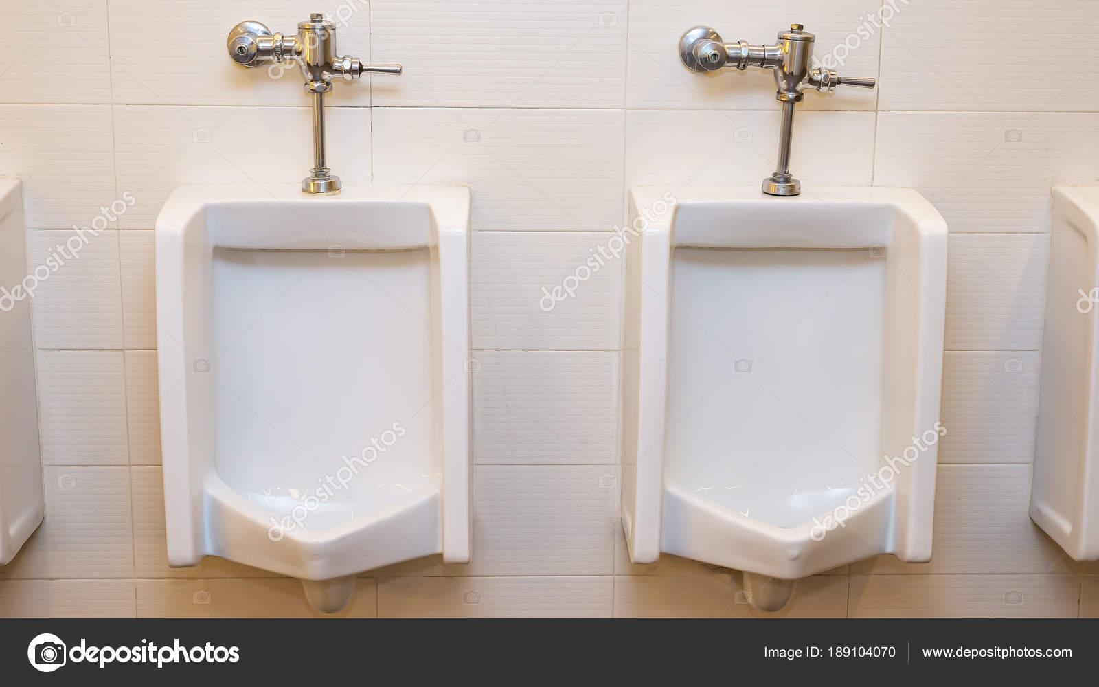 Inodoro hombre pared azulejos pared ba o del hombre con for Inodoro de azulejo de pared