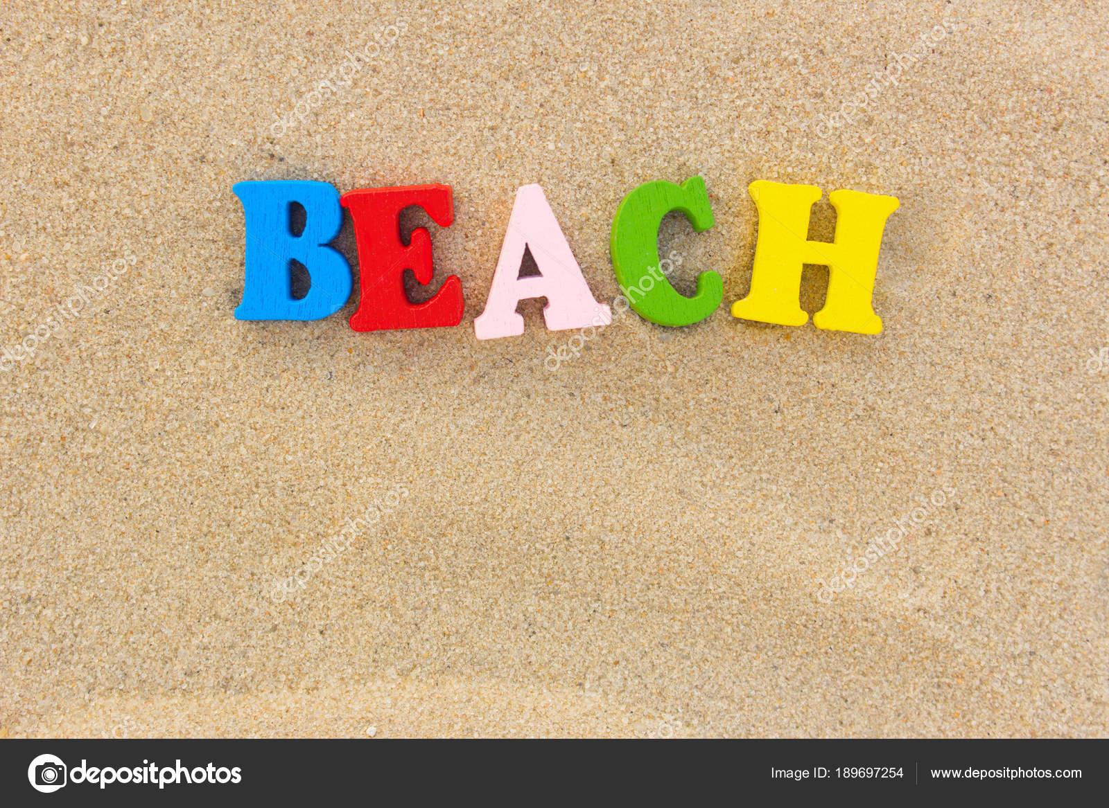 Lettere Di Legno Colorate : Spiaggia di parola di lettere colorate in legno sulla spiaggia