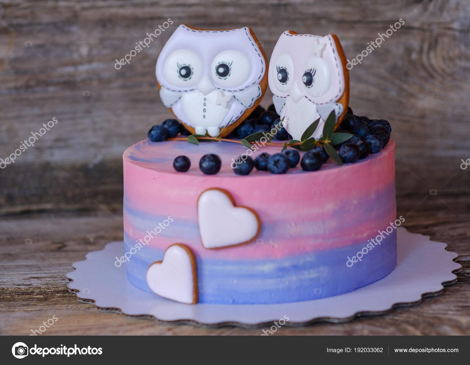 Schone Hausgemachte Kuchen Mit Rosa Mit Blau Creme Dekoriert Mit