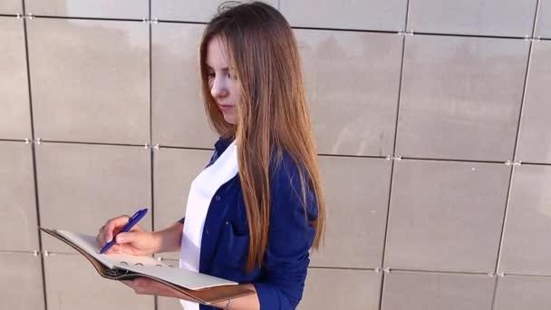 Női Business diák írja le jegyzetek