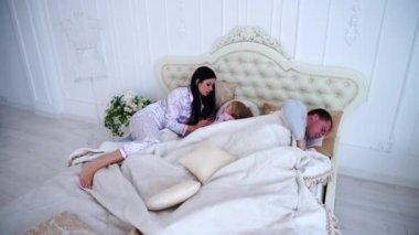 Видео муж с женой в постели фото 633-799